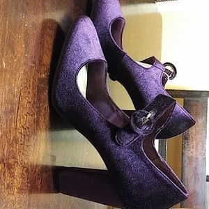 Purple velvet pumps